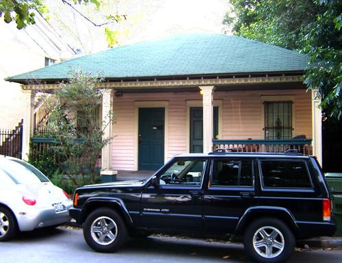 P6180406-Sampson-Street-Duplex-Dentils-Columns