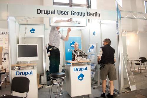 Linuxtag: Aufbau Drupal User Group Berlin Stand