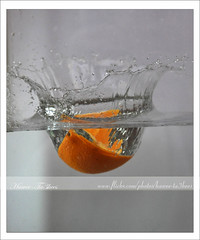 Water Splashed by 1/4 of Orange - Action Freezed ({ahradwani.com} Hawee Ta3kees- ) Tags: light stilllife water speed nikon close action experiment drop ali explore hassan splash 2009 doha qatar shutterspeed watersplash  homestudio d90    explored watercrown 18105mm explore09 nikond90   nikond90club nikon18105mm hawee  18105mmlens  explore2009  explorejune09   haweeta3kees   ta3kees ahradwanicom ahradwani