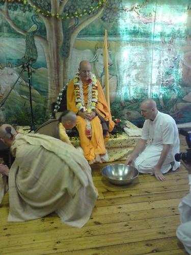 Indradyumna Swami Vyasa puja in UK 2010 -0001 por ISKCON desire  tree.