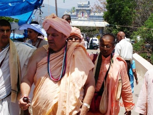 H H Jayapataka Swami in Tirupati 2006 - 0030 por ISKCON desire  tree.