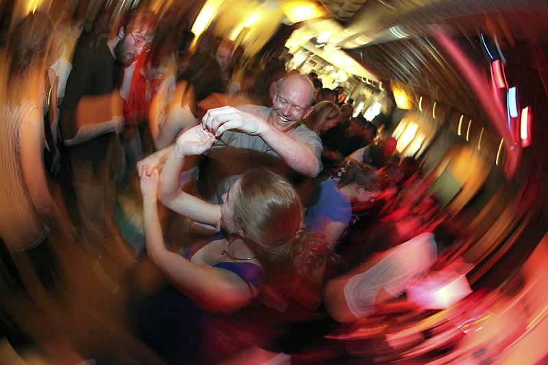 20100506_GOAT_DANCE_02