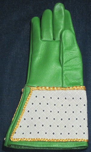 Queen's glove (back)