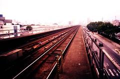 Estação Portuguesa-Tietê (fore) Tags: brasil xpro saopaulo metro sampa sp tungsten olympusxa2 fujichrome estação trilho c41 t64 portuguesatiete