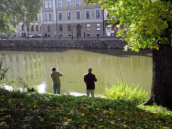 Fiskare vid kanalen