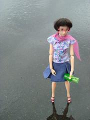 Ausgeleert (britta.haesslich) Tags: momoko doll puppe regn regen rain leer tomt toys toy lekety susiedoll plastic plastik plasticpeople plast spielzeug dukke dolls barbie pantau leker