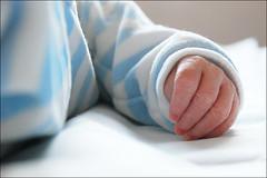 Lo's hand (le) Tags: baby hand main bb lo