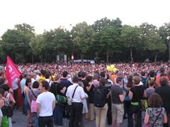 Lichterkette rund ums Parlament (POLILOG) Tags: vienna wien sea lights demonstration 2009 candlelit lichterkette lichtermeer