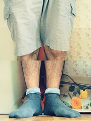 Seventeen/52 [Cut] (Jiuck) Tags: auto two portrait selfportrait feet socks self diptych cross y legs retrato x dos pies processing process autorretrato 52 fifty piernas semanas calcetines tych diptico 52weeks cincuenta