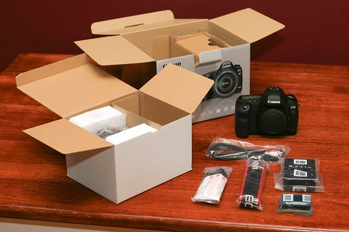 Canon 5D Mark II Unboxing 09