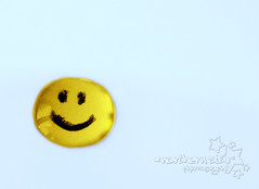 start every day with a smile and get it over with. (*northern star) Tags: smile smiley emoticon face faccina sorriso happy felice drop goccia droplet gocciolina water acqua eau agua ink inchiostro yellow giallo amarillo gelb optimism ottimismo zanniiiiilottimismoilprofumodelavitaaa concept conceptual white bianco blanc blanco weis paper carta window finestra riflesso reflession canon eos450d digitalrebelxsi 1855is macrofilter4 macrofilter2 macrofilter1 closeuplens10 northernstar northernstar northernstarandthewhiterabbit northernstarphotography allrightsreserved usewithoutpermissionisillegal ifyouwannatakeitforpersonalusesnotcommercialusesjustask donotsteal explore explored tititu