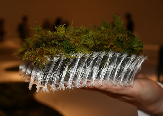 sustainable design, green design, moss planter, tokyo fiber 2009, milan furniture fair, makoto azuma, unitika, terramac, gardening, biodegradable planter