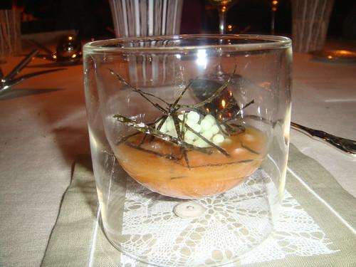 Urta a la Roteña en frío, caldo que sobra de la roteña (patata, tomate, pimiento rojo y verde) perlas de manzana verde nitro con wasabi (2008)