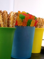 centerpieces (Pasteys) Tags: blue green yellow bread sticks gummibears cups centerpieces