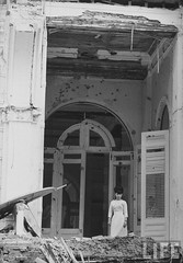 7-1962 Mrs. Dinh Nhu Ngo surveying ruins of Palace bombed by Vietnamese insurrectionists par VIETNAM History in Pictures (1962-1963)