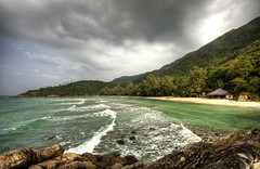 Hat Khom (Dani℮l) Tags: ocean sky beach weather coral landscape thailand island vakantie sand asia surf view d70s generator samui tropical lonely uitzicht obama phangan bungalow kophangan kopangan schitterend archipel pangan trpical hatkhom kohpahngan