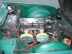 渡辺誠一郎さんと愛車 TRIUMPH(トライアンフ)TR-4A  エンジン・ルーム運転席