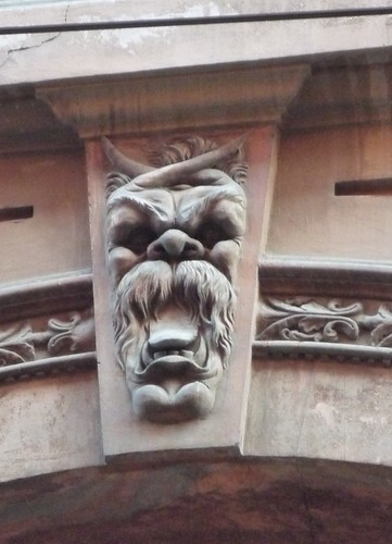 grotesque face4