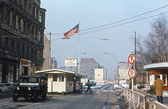 Berlin - Checkpoint Charlie (1970) (roger4336) Tags: berlin wall germany deutschland charlie berlinwall ddr 1970 eastberlin mauer checkpoint westberlin checkpontcharlie
