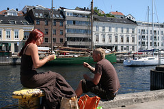 Lunch by the quay in Arendal (Arendal Tourist Office) Tags: summer lunch foto photos southern snack pollen idyllic arendal