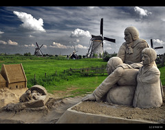 Once upon a time... in Kinderdijk! (B'Rob) Tags: travel blue light sunset streetart holland color art mill tourism water netherlands windmill dutch true azul cat landscape photography photo yahoo google rotterdam nikon europe flickr picture nederland thenetherlands windmills to
