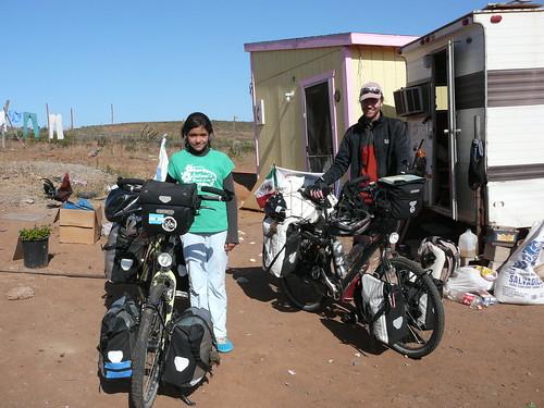Areli en Colonet, una de las  hijas de la familia que nos hospedo alli. por ti.