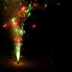 fireworks (thejasp) Tags: colors d50 nikon colours fireworks dslr vishu fuegosartificiales feuxdartifice feuerwerk 50mm18 花火 havaifişek نارية 烟花爆竹 фейерверк 불꽃놀이 الألعاب kembangapi πυροτεχνήματα focurideartificii