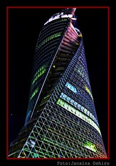 Spiral Towers at Nagoya Nocturna... ( Photography Janaina Oshiro ) Tags: japan digital spiral torre nocturnal noturna espiral edifcio blueribbonwinner nikond90 lensers rubyphotographer