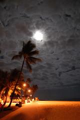 6.09 full moon, waikiki beach, o'ahu (kilikini) Tags: moon fullmoon waikikibeach