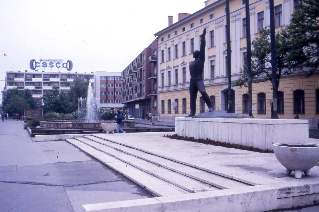 Szolnok statue and Tyre advertising, May 1988