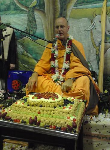 Indradyumna Swami Vyasa puja in UK 2010 -0032 por ISKCON desire  tree.