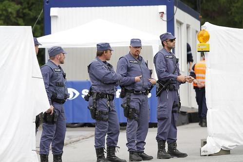 Polizei am Haupteingang