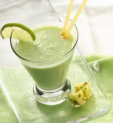 Key-Lime Banana Smoothie (Betty Crocker Recipes) Tags: drink blender milkshake smoothie refreshing frozenyogurt bettycrocker limejuice blenderdrinks fruitsmoothie greenfood healthydrinks yogurtsmoothie bettycrockerrecipes keylimebananasmoothie
