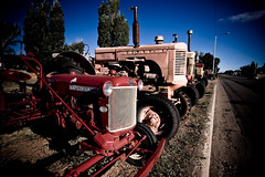 Farmer's Highway..... (zilverbat.) Tags: old travel blue red sky usa history colors america canon wow iso200 farm pastel rusty machinery calender f80 tractors scenics steal roest vignet 13mm 40d 1100sec zilverbat