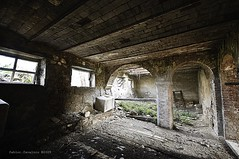 ex manifattura...maial house (fabio c. favaloro) Tags: nikon toscana 2009 decayed tucan d300 abbandono nikond300 fabiocfavaloro theemptyplaces ddecadenza