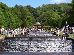 Cooling in the cascade (ExeDave) Tags: uk england water garden landscape geotagged derbyshire peakdistrict may sunny explore gb waterfeature cascade 2009 chatsworth chatsworthhouse heatwave landscapegarden slightcrop interestingness500 thecascade overtheexcellence moreorlessastaken geo:lat=53226822 geo:lon=1608896