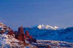 Birds over Fisher Towers, Utah, United States (Xindaan) Tags: blue schnee winter light sunset red sky usa white snow bird nature water animal rock fauna landscape geotagged evening abe