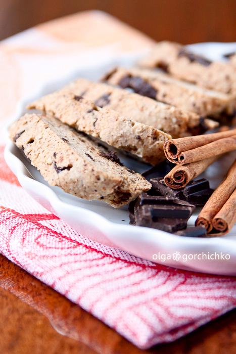 Ореховые бискотти с шоколадом и корицей