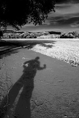17May11 (johngpt) Tags: shadow self fauxinfrared efs1755mmf28isusm nearsipi tpfyouyourcamera