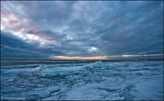 Frozen ice Gooimeer (Alex Verweij) Tags: blue cloud ice canon zonsondergang wolken bleu 1022mm gooimeer ijs windmolens 40d kruiendijs alexverweij