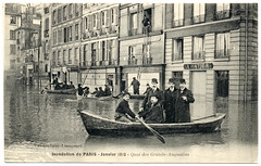 Paris Under the Waters: Out the Window and Into the Boat (1910) (postaletrice) Tags: old rescue white black paris france men blanco seine ro vintage river geotagged boats botes boat flooding barca noir ledefrance y natural flood antique postcard negro group escalera relief antigua disaster belle grupo rowing postal ladder unusual 1910 barcas et francia groupe blanc recovery postale hommes insolite inondation canot carte pars hombres ancienne flooded bote fleuve sena crue tarjeta cpa escala chelle rescate desastre 6e epoque inundacin sauvetage inslito 6eme canots inond cartophilie geo:lon=488546 geo:lat=23408