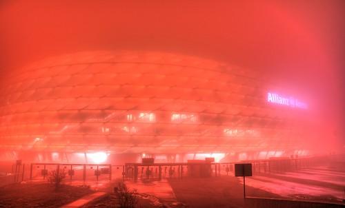 Allianz Arena en rojo nebuloso