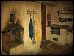 Living in the past (pixel_unikat) Tags: kitchen farmhouse austria oven interieur towel historic pan openairmuseum textured muehlviertel memoriesbook artistictreasurechest grosdllererhof