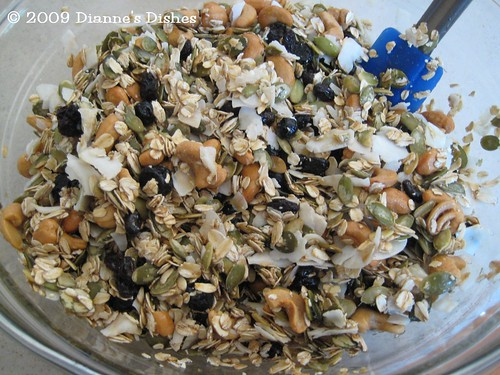 Blueberry Cashew Granola: Mixed
