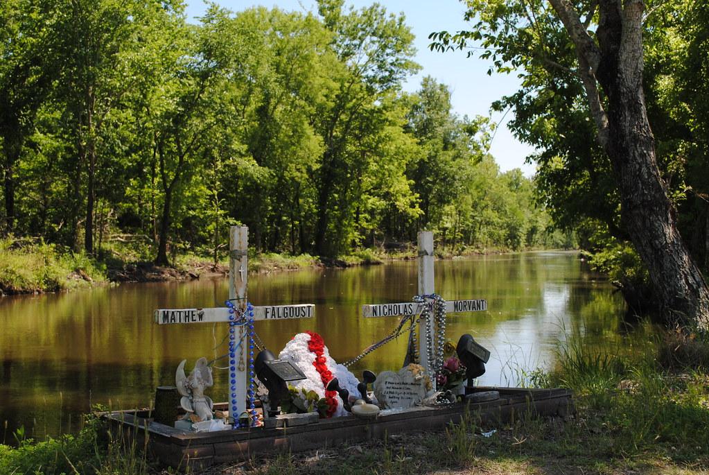 roadside/bayouside memorial