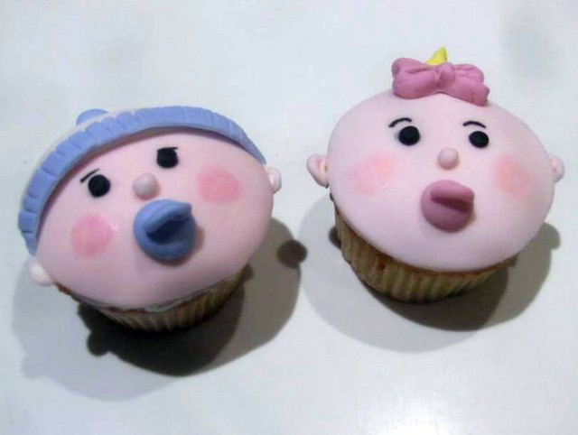 baby shower cupcakes - boy and girl