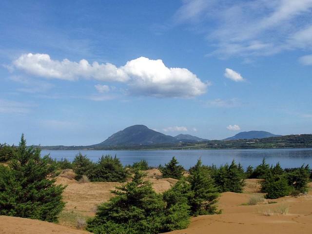 Ιόνια Νησιά - Κέρκυρα - Δήμος Μελιτειέων Aποψη του υγρότοπου Κορισσίων- διακρίνεται το δάσος των κέδρων με φόντο τη λίμνη Κορισσίων.