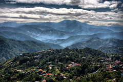 Fog at Mine's view (Frisno) Tags: sky mountains berg fog by clouds forest island asia asien village view dal jungle valley skog mines filipino baguio utsikt hdr pinoy philipines pilipinas luzon phillipines pinas benguet minesview phillippines filippinerna mineview filipinsk filipinerna filippinsk