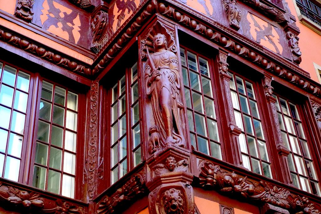 Strasbourg, détail d'un oriel sculpté de la Renaissance.