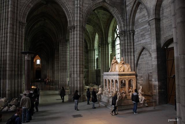 Sur la droite, tombeau monumental de Louis XII et Anne de Bretagne
